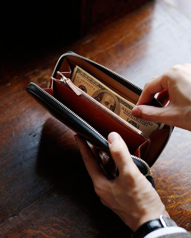 高級財布に機能性を求めるのかどうかは、人それぞれ。それでもたっぷり入る収納力はやはり、欲しい、、、